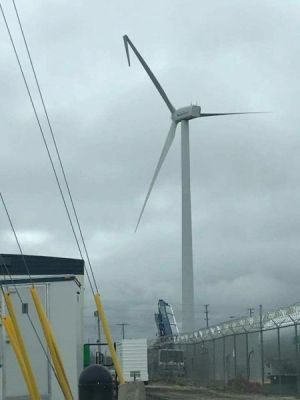 page_WIND_TURBINE_DAMAGED_2018_PHOTO_BY_WILL_SQUARE_PATERSON